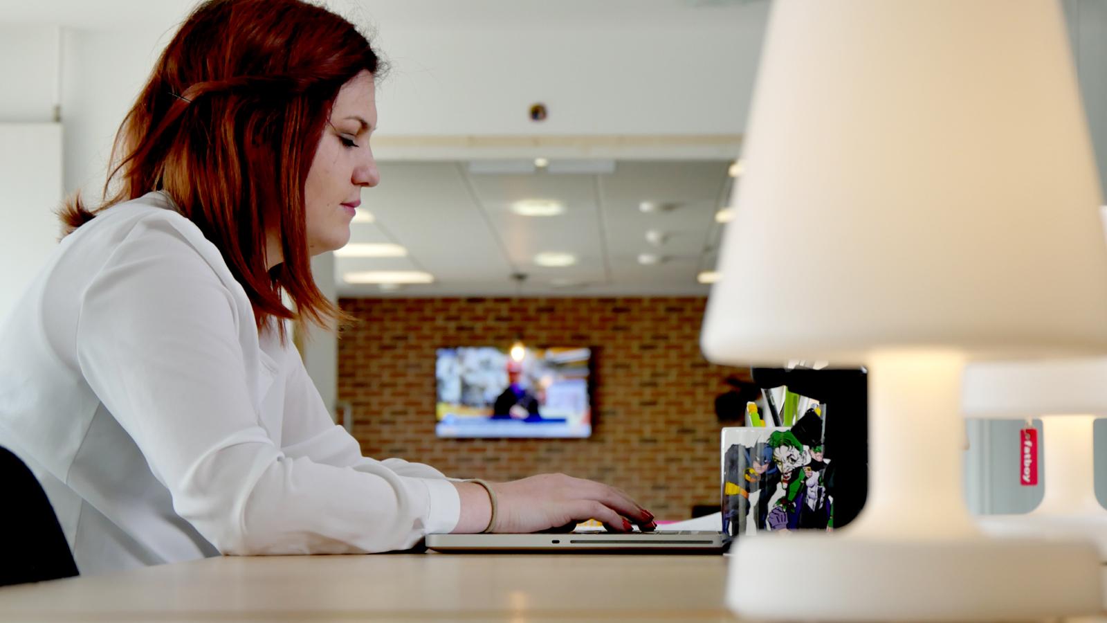 Pratique-services-coworking-femme-teletravail