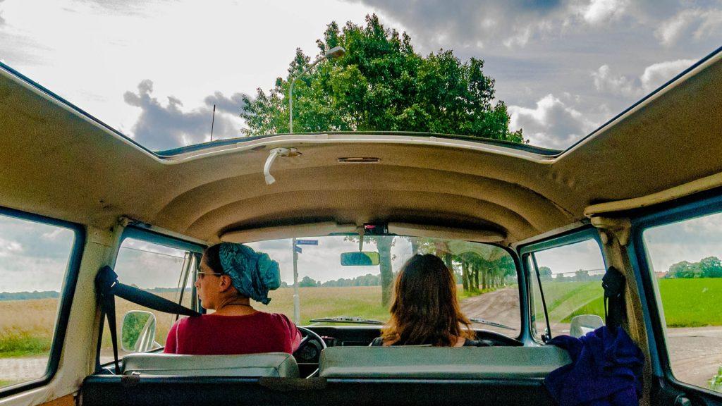 Pratique-venir-voiture-vendee-femme-voiture