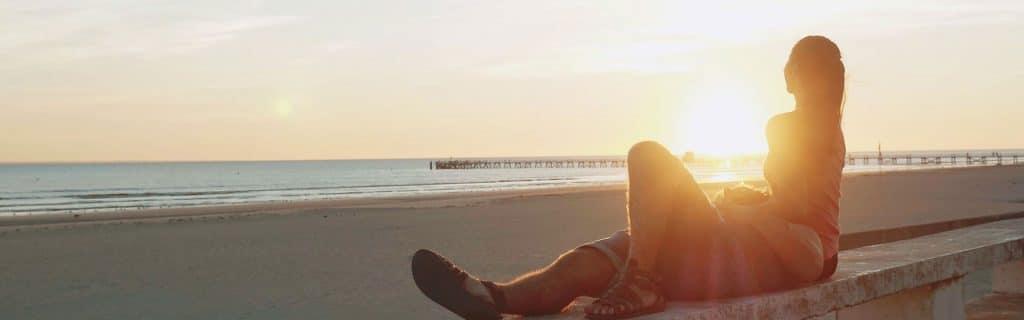 sejour-et-week-end-romantique-au-bord-de-la-mer-un-pique-nique-ou-un-da-ner-romantique-a-la-plage-7764