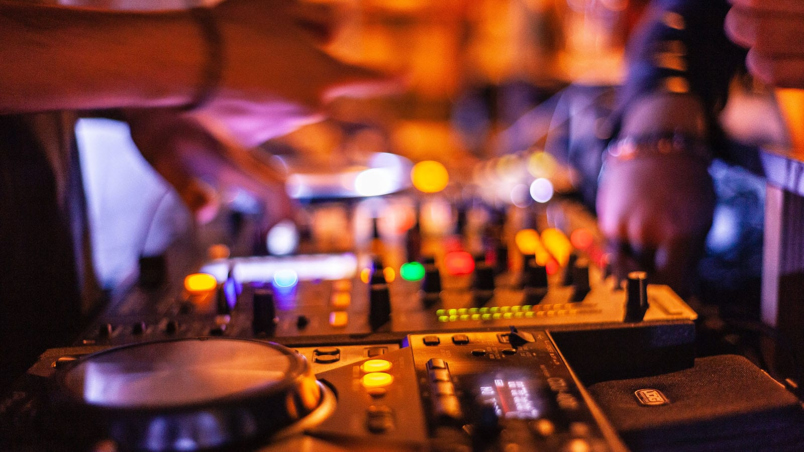 bars-discotheque-ambiance-saintjeandemonts