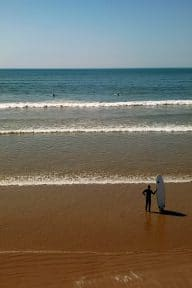 surfeur-plage-estacade-vendee-saintjeandemonts